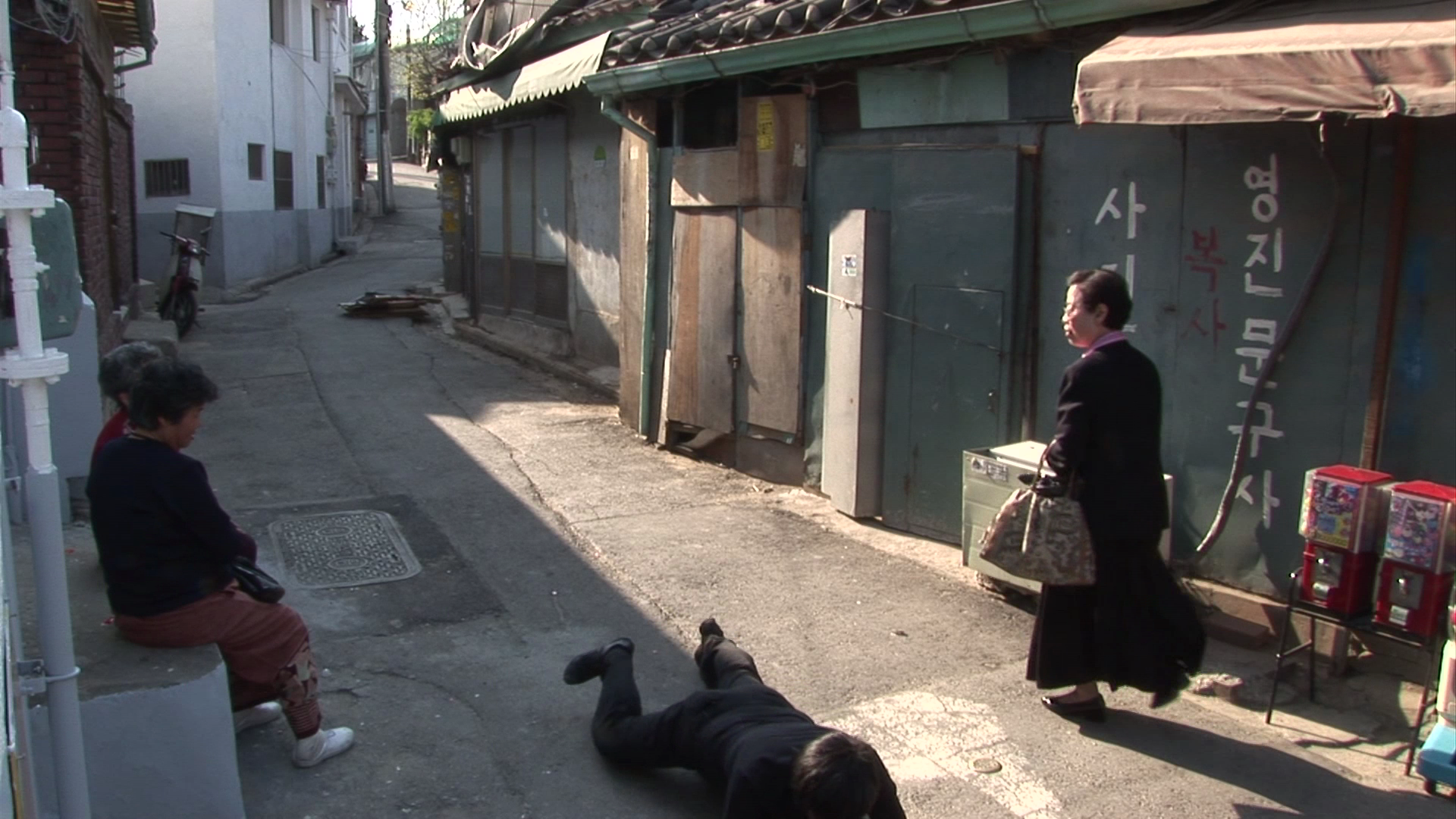 Jin-me Yoon, As It Is Becoming (Seoul, Korea) (still), 2008, 12 single channel HD videos, 9 minutes, 2 seconds by