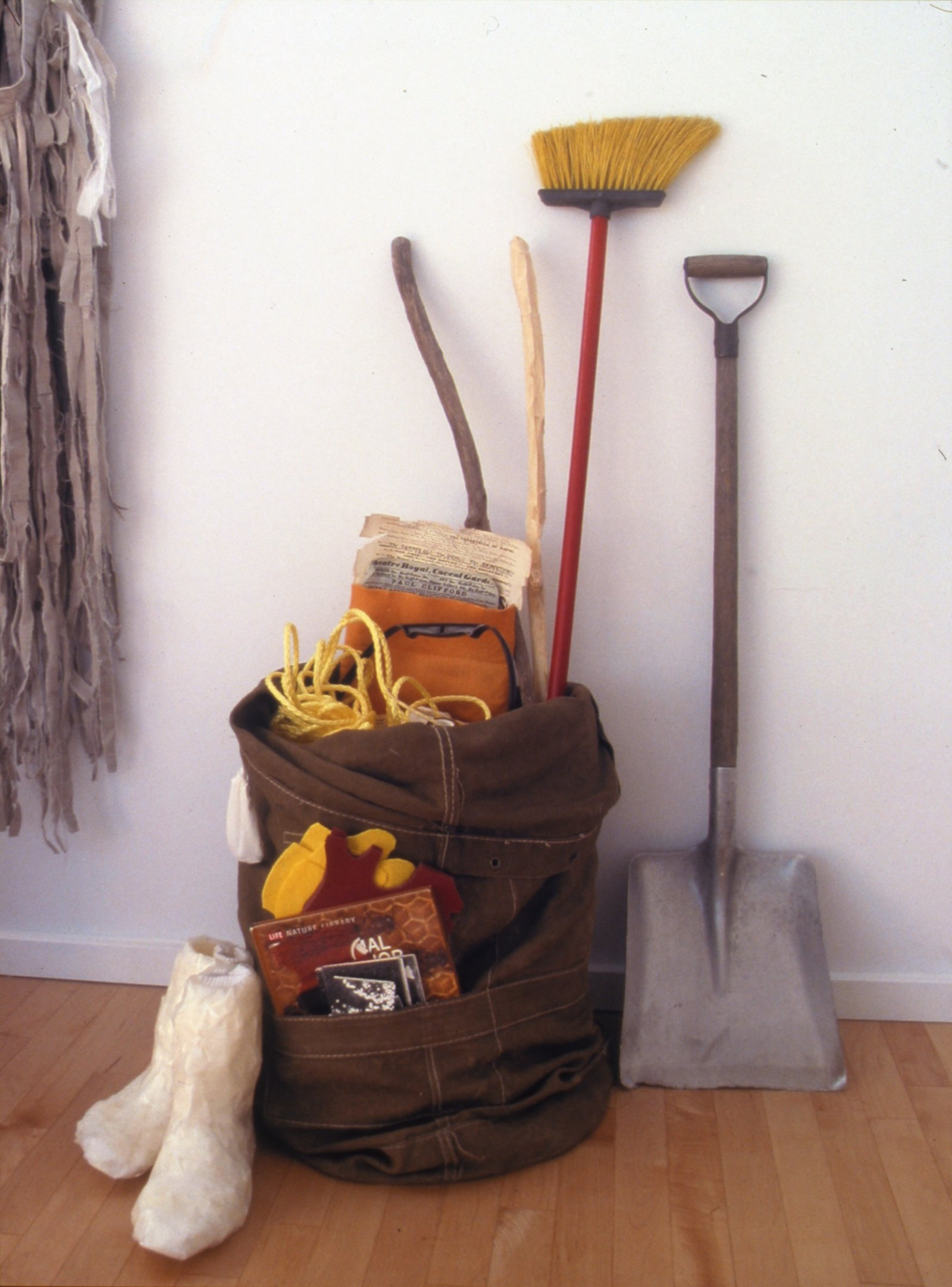 Geoffrey Farmer,Entrepreneur Alone Returning Back to Sculptural Form, 2002, mixed media, dimensions variable