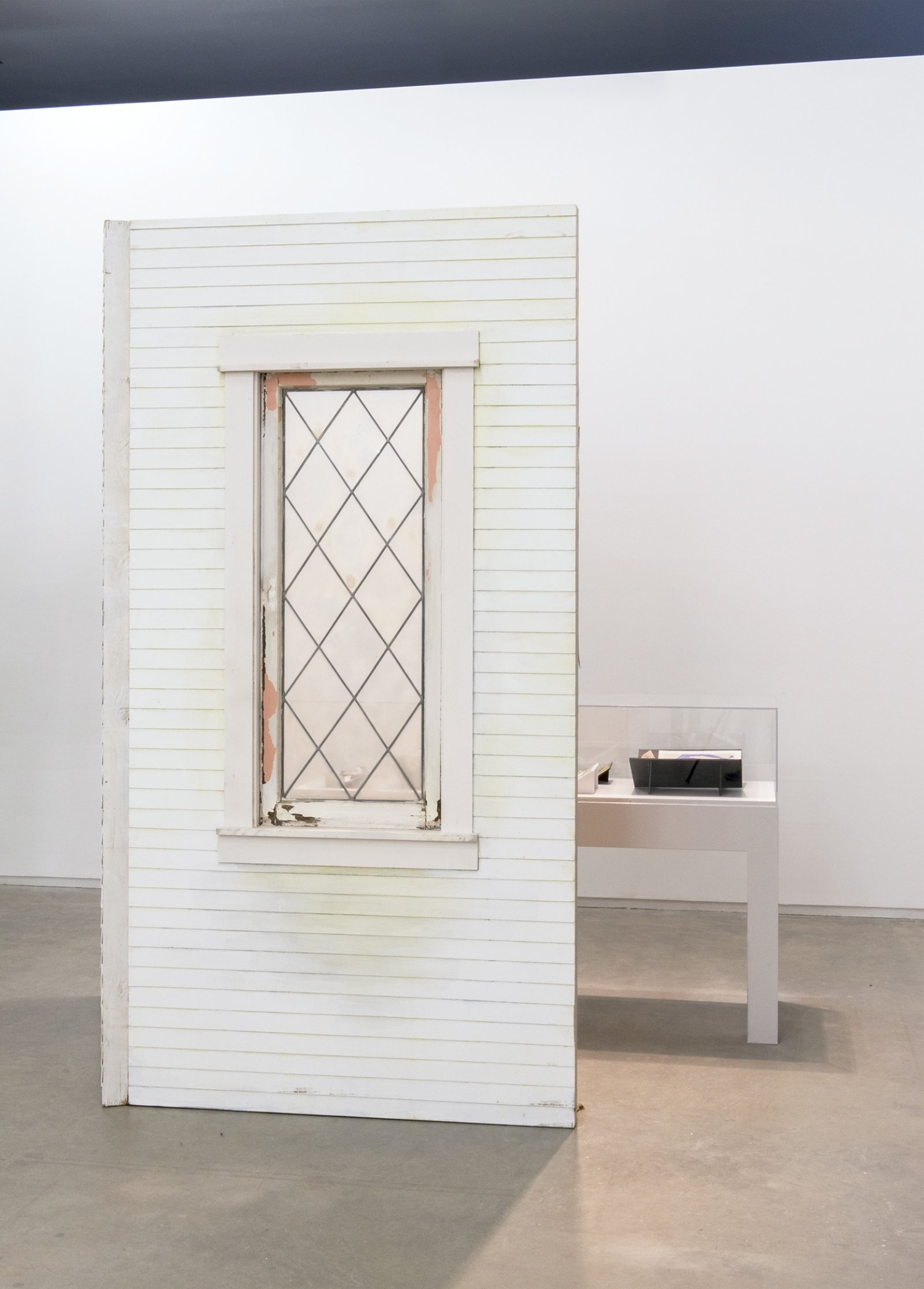 Geoffrey Farmer, Journals with Norman Bates (Fountain), 2014, vitrine with 8 cut-outs collaged on foamcore, 2 wooden wall façades, paint, window, sandbags, framed cut-outs and ink mounted on paper, dimensions variable