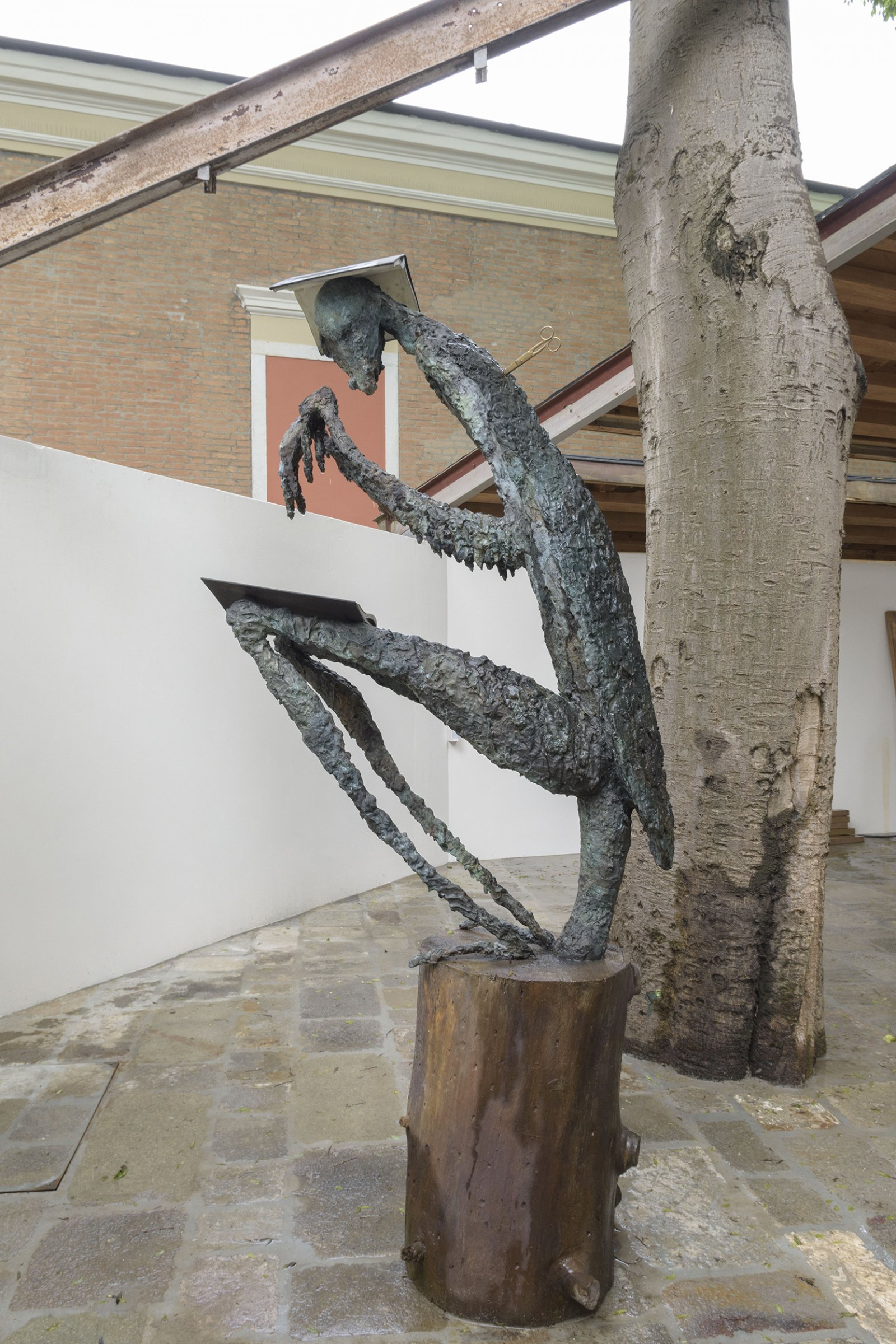Geoffrey Farmer, Praying Mantis, 2017, cast bronze, waterworks, 97 x 35 x 48 in. (246 x 88 x 123 cm). Installation view, A way out of the mirror, Canada Pavilion, 57th Venice Biennale, Venice, Italy