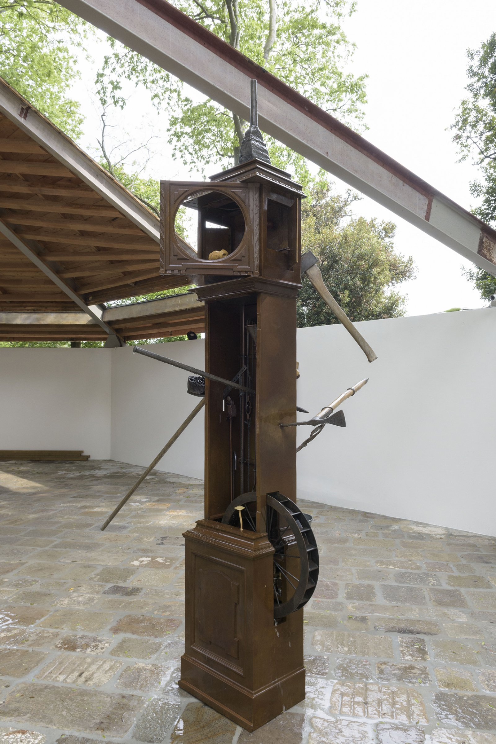 Geoffrey Farmer, Wounded Man, 2017, assembled cast bronze objects, waterworks, 118 x 20 x 20 in. (300 x 50 x 50 cm). Installation view, A way out of the mirror, Canada Pavilion, 57th Venice Biennale, Venice, Italy