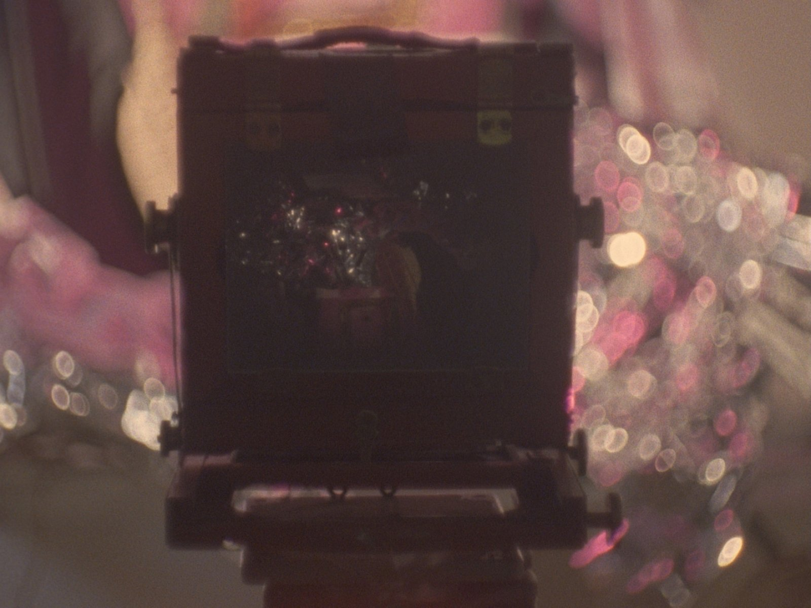 Julia Feyrer, The artist's studio(still), 2010, colour 16mm film loop with non-synchronized sound, 5 minutes, 5 seconds