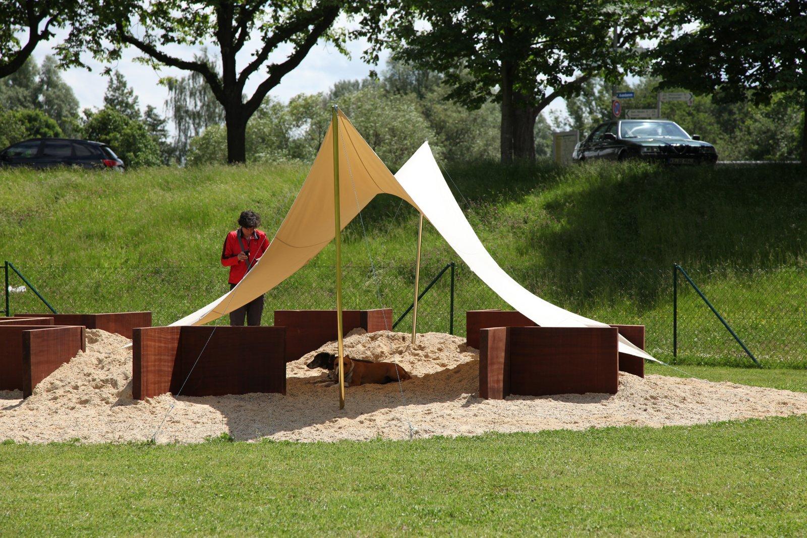 BrianJungen,Dog Run, 2012, mixed media, dimensionsvariable.Installation view,dOCUMENTA (13), Kassel, Germany,2012