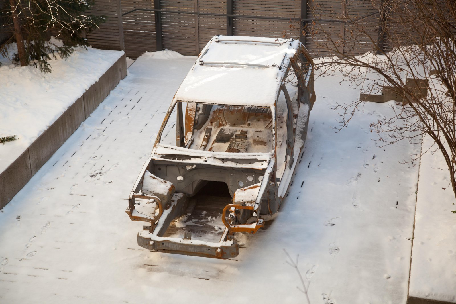Duane Linklater,2005 Grand Jeep Cherokee, 2013, steel frame of artist's vehicle. dimensions variable