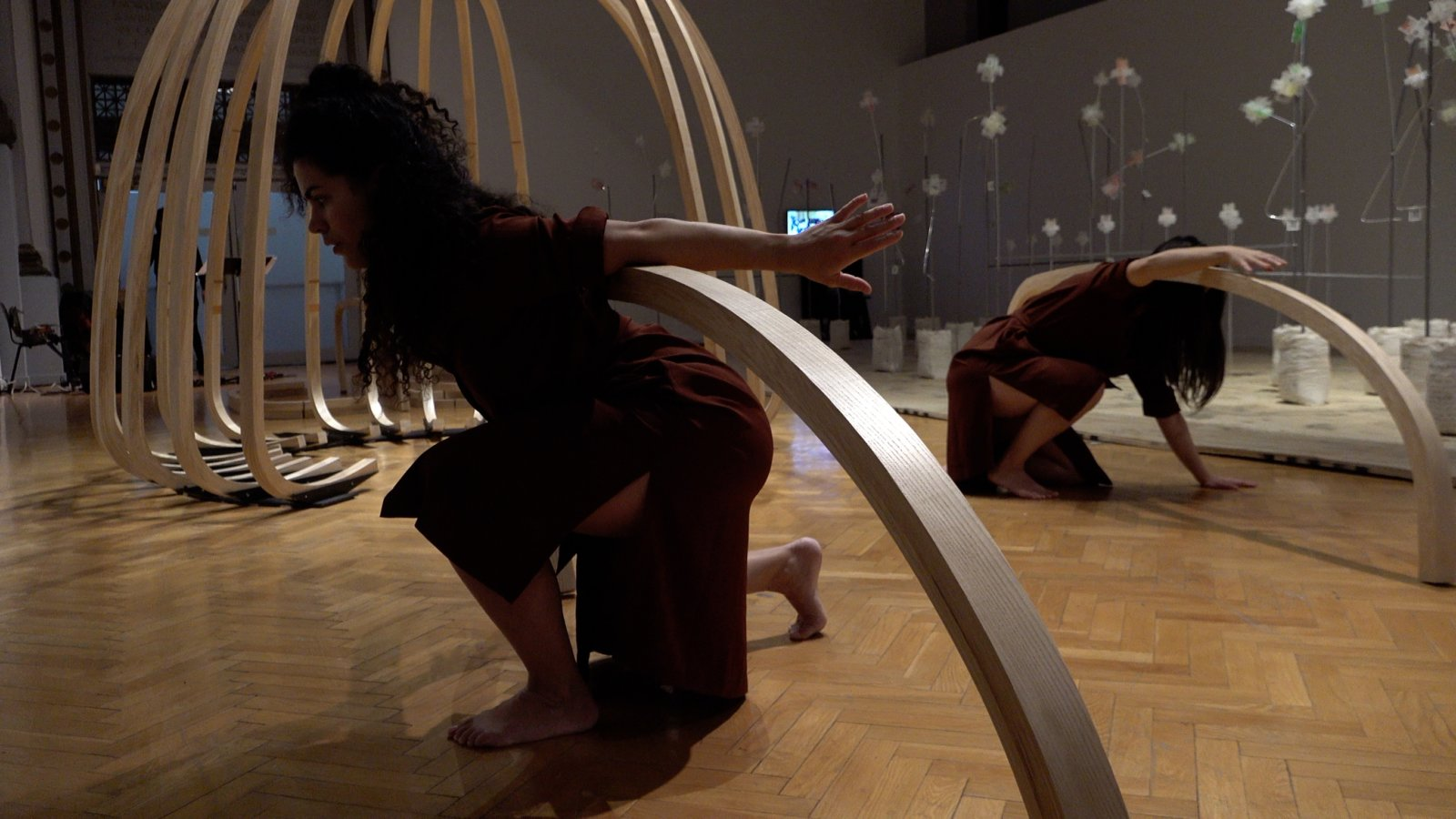 Tanya Lukin Linklater, A song, a felt structure: We are putting ourselves back together again, 2019, site-specific performance. Performance documentation, ...and other such stories, Chicago Architecture Biennial, USA, 2019