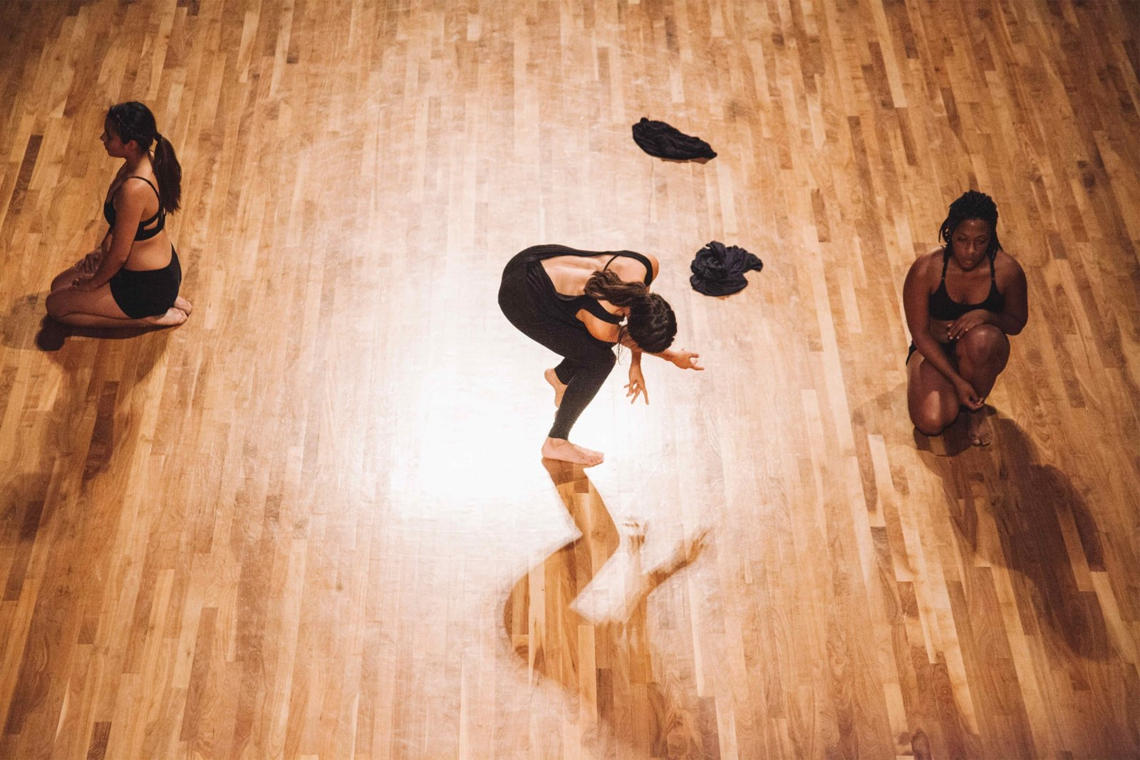 Tanya Lukin Linklater, the the, 2014–2016, site-specific performance with 3 dancers. Performance documentation, Culver Centre, LA, USA, 2015