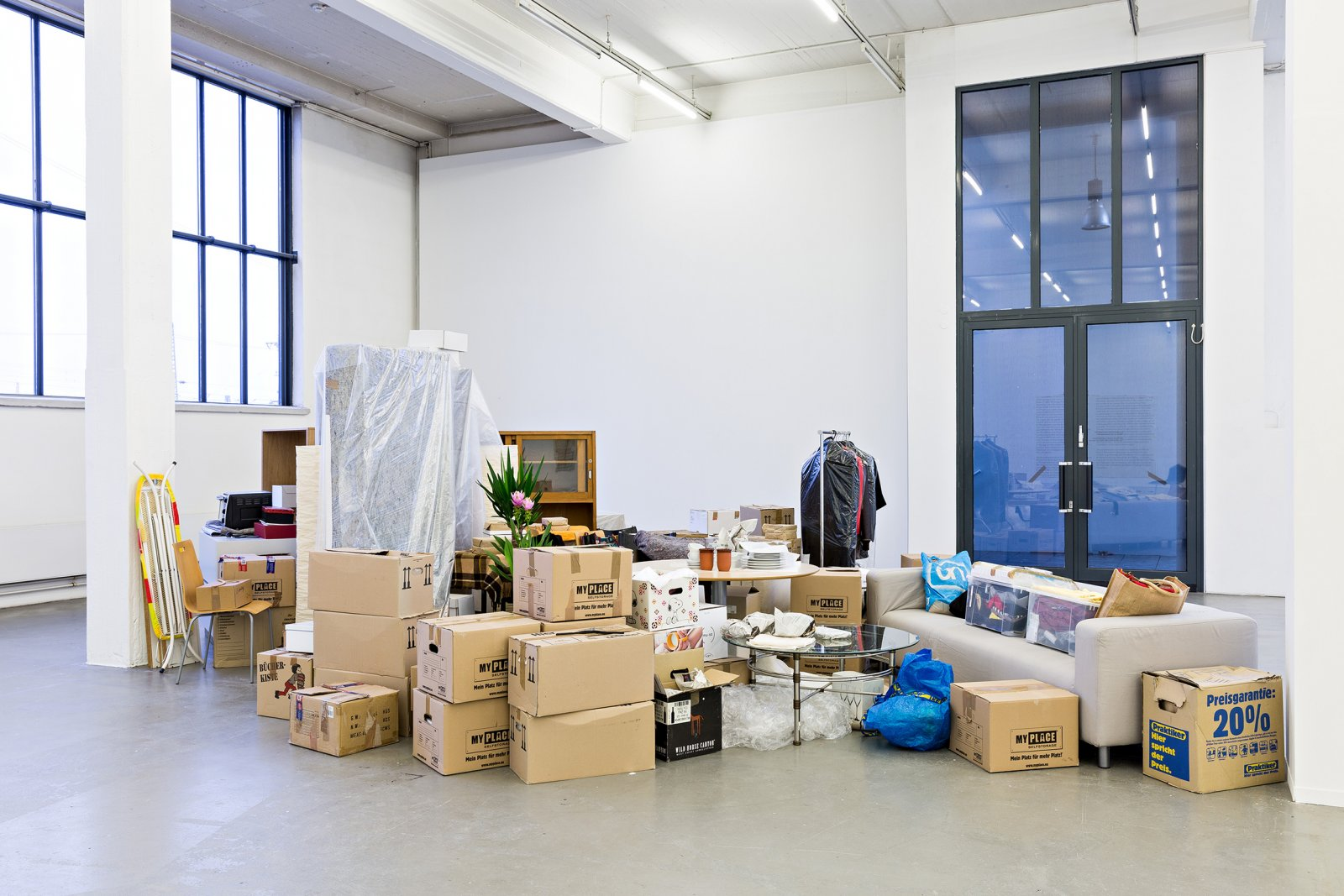 Liz Magor, One Bedroom Apartment, 1996–2017, polyester resin, contents of a one-bedroom apartment, dimensions variable. Installation view, you you you, Kunstverein in Hamburg, 2017 by Liz Magor