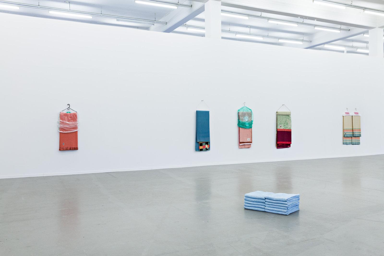 Liz Magor, installation view, you you you, Kunstverein in Hamburg, 2017 by Liz Magor