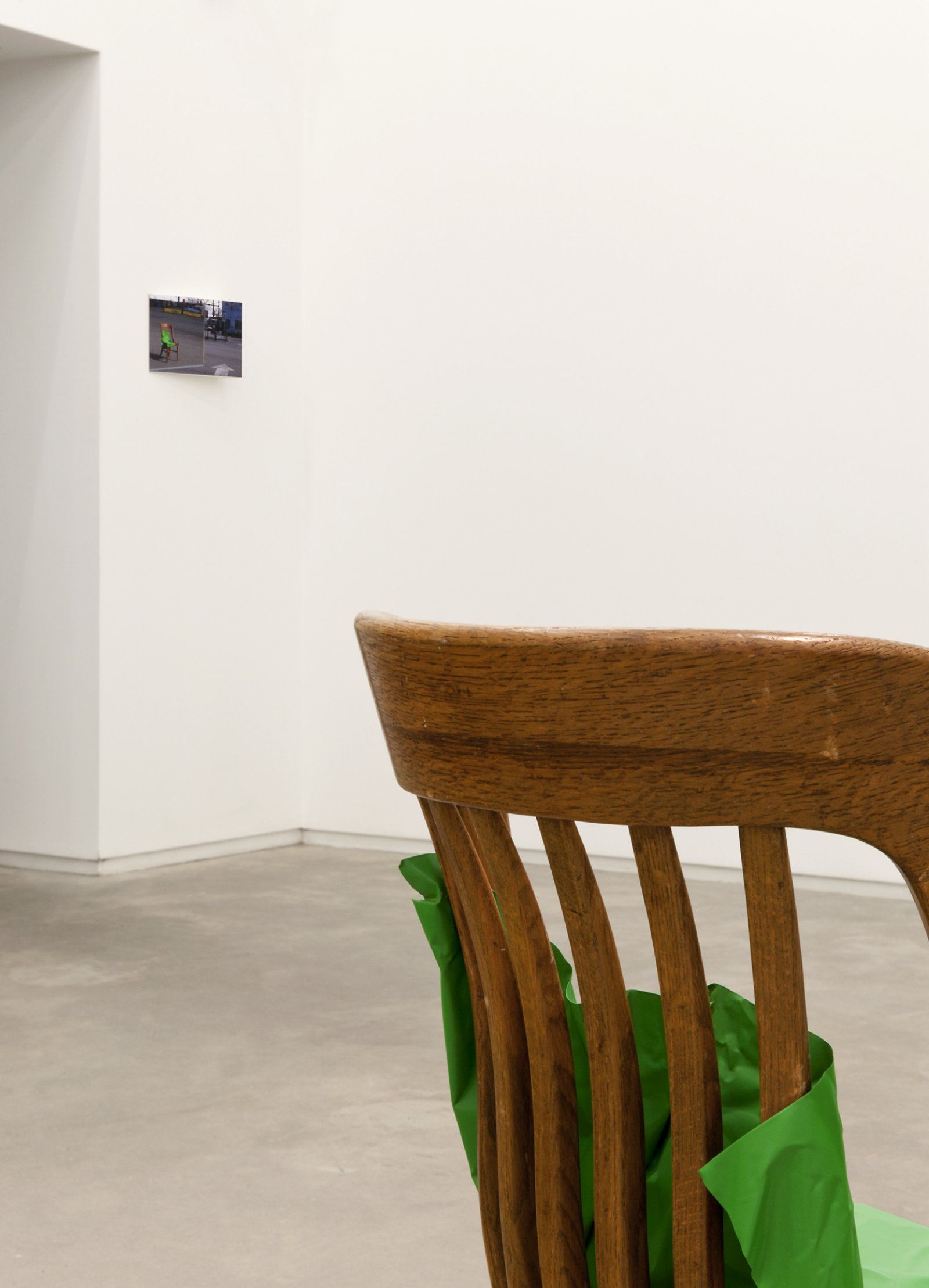 Judy Radul, Object Analysis Spectator Poem (Chair) (detail), 2012, painted copper, chair, colour photograph, chair: 33 x 18 x 18 in. (84 x 46 x 44 cm), photograph: 8 x 12 x 3 in. (20 x 29 x 8 cm) by Judy Radul