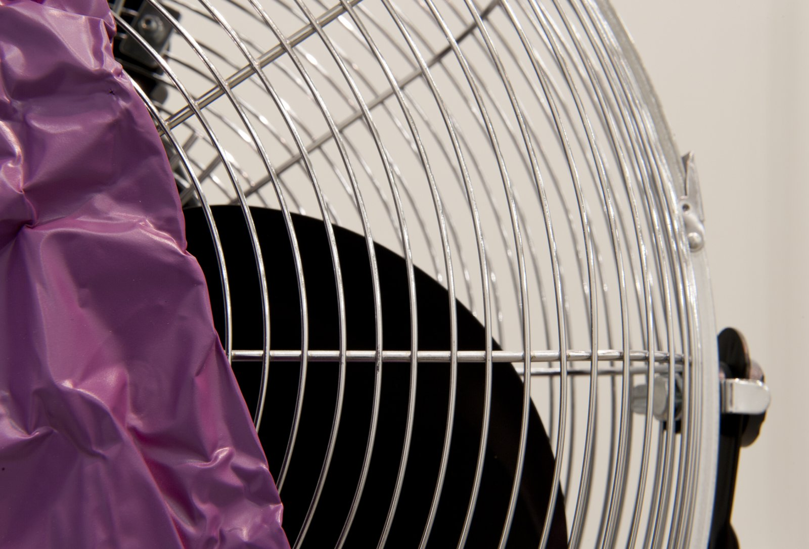 Judy Radul, Object Analysis Spectator Poem (Fan) (detail), 2012, painted copper, fan, colour photograph, 8 x 12 x 3 in. (20 x 29 x 8 cm), fan: 59 x 23 x 18 in. (150 x 58 x 46 cm), photo: 8 x 12 x 3 in. (20 x 29 x 8 cm) by Judy Radul